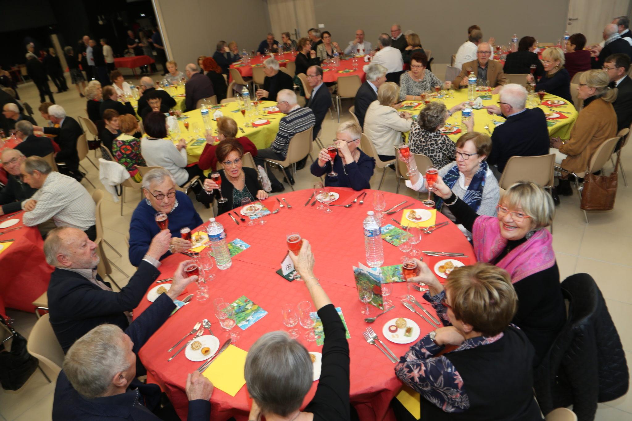 Cormontreuil repas séniors table trinquer